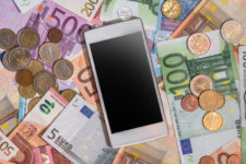 Nessun dividendo potrà essere pagato agli azionisti se prima ogni gestore telefonico